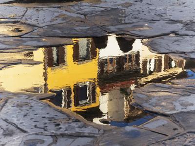 Лужа на асфальте лужа отражение дождь асфальт