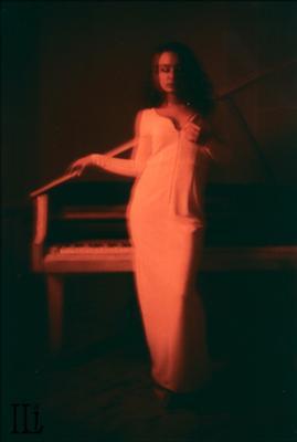 Красное и черное Девушка рояль