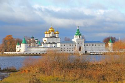 Свято-Троицкий Ипатьевский монастырь (Кострома) Свято-Троицкий Ипатьевский монастырь Кострома