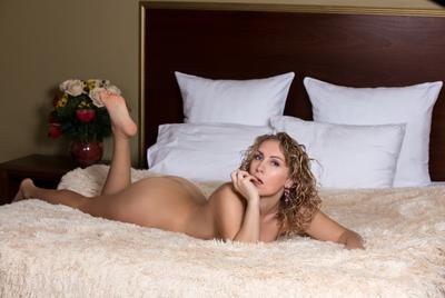 ..... женщина плутовка секси цветы