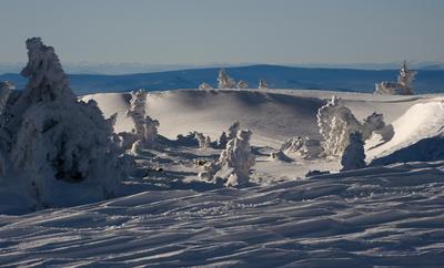 Мороз и солнце, день чудесный... Снег сугробы снег искрится гора Курган зима Сибирь Горная Шория Шерегеш