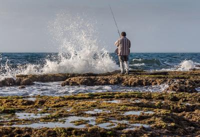 рыбак который поймал волну