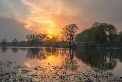 Майский вечер май весна закат природа озеро деревья небо
