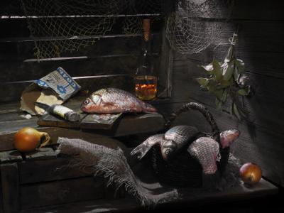 "Из серии ""Кто о чём, а рыбак о рыбе"". карась рыба натюрморт соль лук"