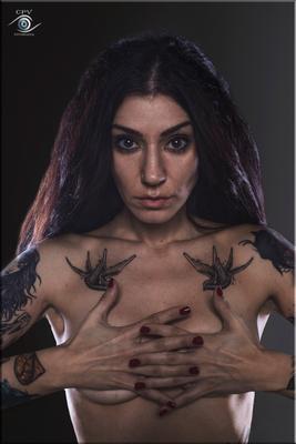 Jessica I tatto nude model studio