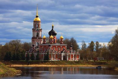 Воскресенский собор. Старая Русса. Воскресенский собор Старая Русса храм церковь река