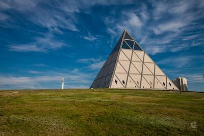 Пирамидом