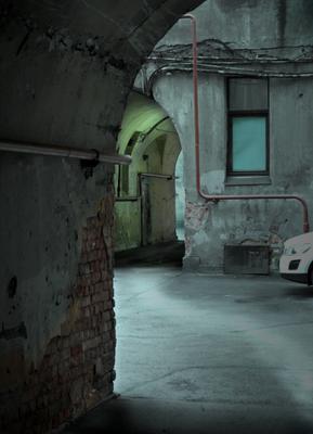 """""""Изогнутое"""" пространство бытия - (серия """"Питерские дворы""""_3) Питер петроградская сторона проходные дворы"""