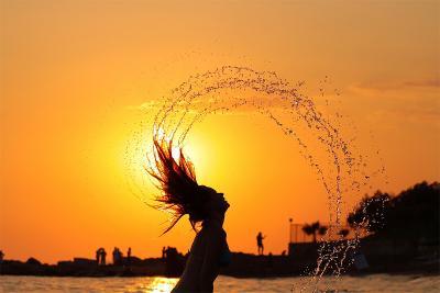 первый день отпуска море вода капли девушка закат солнце