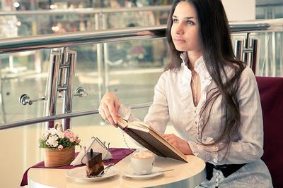 Увидеть. дувушка, книга, кафе