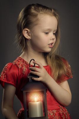 Милота! Девочка длинные волосы красное платье фонарь гламур.вспышка домашняя студия