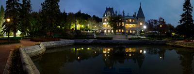 Массандровский дворец. дворец вечер крым