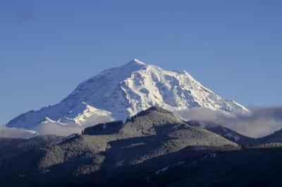 гора Рейнир... гора вулкан Рейнир снег лес скалы зима январь