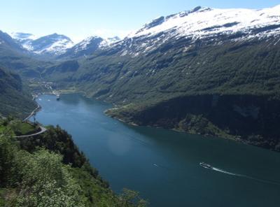 Над фьордом фьорд Норвегия