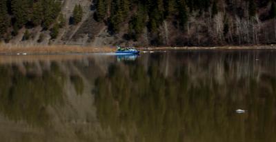 На реке Природа пейзаж путешествия техно