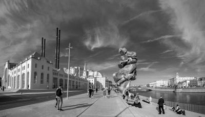 БОЛЬШАЯ ГЛИНА № 4 Москва скульптура БОЛЬШАЯ_ГЛИНА_ 4 Урс_Фишер ГЭС-2 Болотная набережная