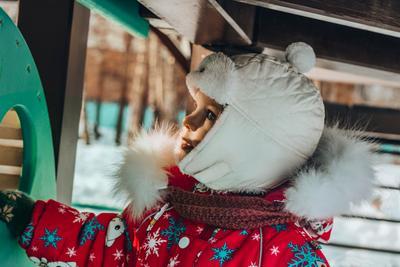На прогулке девочка Даша зима прогулка красивыеглаза шапка