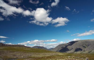 Тень облака, плывущего над тундрой Урал горы небо тень облако тундра