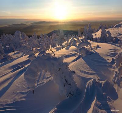 Прощаясь с солнцем сибирь горная шория шерегеш горы зима снег солнце вечер закат
