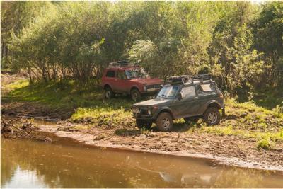 Мы с Тамарой иногда ходим парой. Хакасия путешествие машины природа лето река писаницы mamanna2007