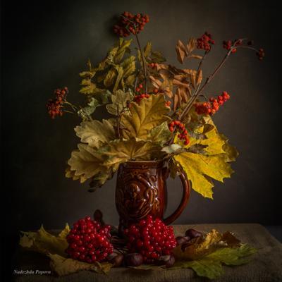 осенний букет натюрморт осень листья рябина калина каштаны