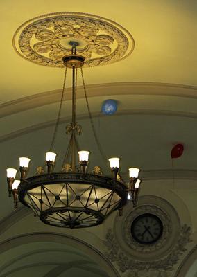 Свидание Санкт-Петербург Московский вокзал люстра часы шарики свидание
