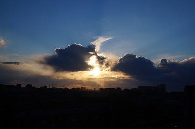 Сияние солнце город Тюмень тучи небо