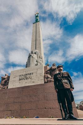 Страж свободы. Страж монумент свобода Рига
