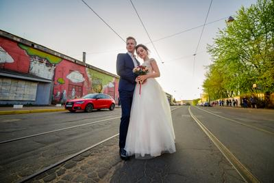 Wedding Свадьба люди улица город солнце