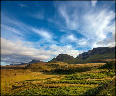 Scotland in the light of the evening sun Шотландия остров Скай горы закат небо облака трава Scotland