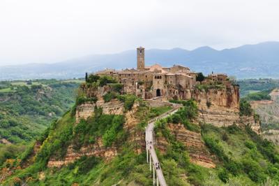 Civita di Bagnoregio Италия город крепость