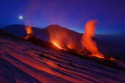 Ледник в Огне Камчатка вулкан извержение природа путешествие фототур пейзаж лава закат