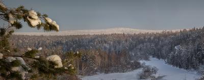 Седой холм Зима скала Светлая река Серга Природный парк Оленьи Ручьи деревья лес Свердловская Область
