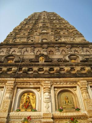 Буддийский храм Махабодхи. Индия вулкан кратер горы скалы дворец