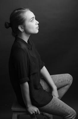 Анастасия девушка портрет низкий ключ черно белое чб