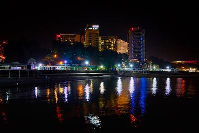 Сочи-ночь Россия Сочи Черное море набережная город отели осень ночь