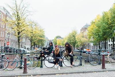 Прогулка лучших подружек по Амстердаму амстердам голландия девушки лучшие подруги фотопрогулка уличная фотография фотосессия в городе фотограф нидерланды
