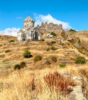 Крепость Амберд осенью.