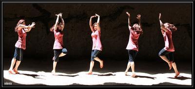 Навстречу свету! пещера танец грациозно девушка vakomin