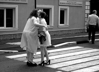 Узнали друг друга... на переходе.... .Ярославль.Ярославская губерния.Р.Ф.2020г.г. от Р.Х. Инфракрасная,чёрно-белая,монохромная, фотография. (infrared imaging) Инфракрасная чёрно-белая монохромная фотография infrared imaging