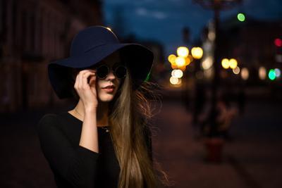 Взгляд в ночь девушка вечер портрет шляпка город