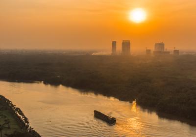 Закат над Сайгоном Вьетнам Сайгон Река Хошимин
