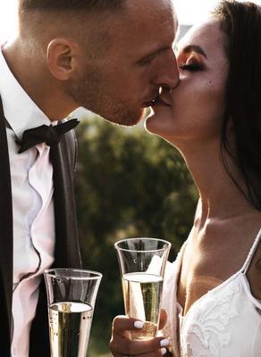 Свадебный поцелуй свадьба фотограф в горах свадебное платье москве на бали photographer on bali