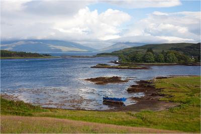 Silent Scotland Шотландия озеро горы небо облака лодка Scotland