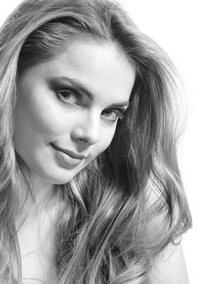 Черно-белый этюд девушки стиль красота мода студия свет модель портрет