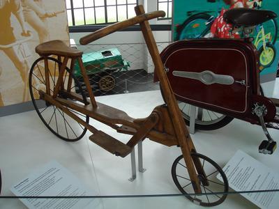 Детский велосипед с ножным приводом (1915) Детский велосипед