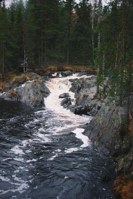 А зори здесь тихие водопад озеро природа осень путешествие туризм