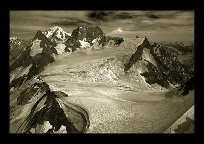 Здесь проходит граница... Горы Кавказ Уллу-Тау Адырсу Главный Кавказский Хребет Поход Туризм Альпинизм