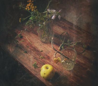 Там, в сентябре Стол яблоко стакан цветы