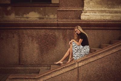 *** питер атланты небо ноги платье девушка модель город камень босиком фотографильясорокин ильясорокин